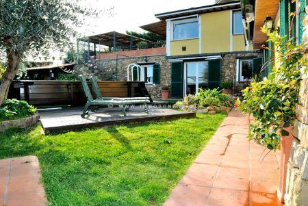 Agenzia immobiliare immoponente imperia villa in vendita for Giardini ville moderne