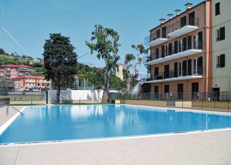 Agenzia immobiliare immoponente imperia imperia borgo prino appartamento con giardino e - Piscina gonfiabile 2 metri ...
